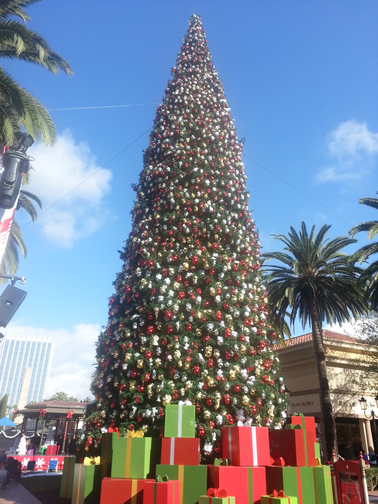 Visit Newport Beach Fashion Island Christmas Tree Starting